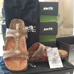 Earth Couture Sorento Sandal size 9 New in box